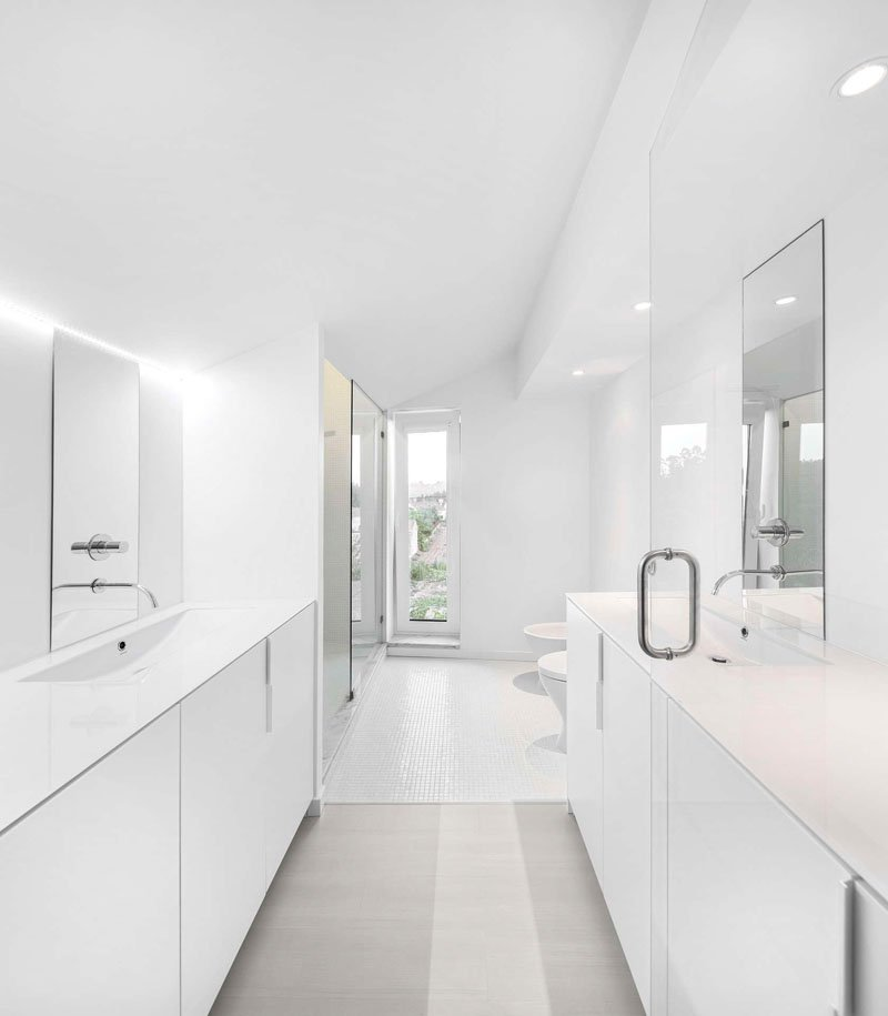 minimalist touch to your bathroom